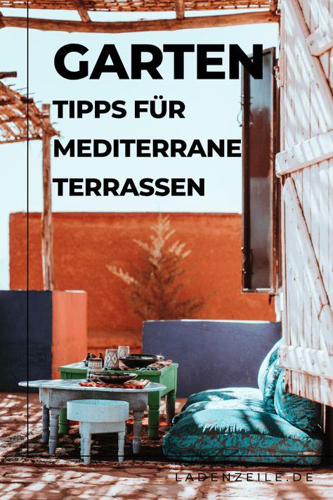 Entdecke unsere Tipps, wie du deine Terrasse mediterran gestalten kannst. Mit der richtigen Deko und Möbeln kannst du dir den Urlaub so ganz einfach nach Hause holen. Welche Farben passen zur mediterranen Terrasse und mit welchen Pflanzen kannst du deinen Außenbereich gestalten? Lass dich inspirieren und genieße die Zeit in deinem Garten! #mediterraneterrasse #terrassegestalten #terrassendeko #terrassenmöbel