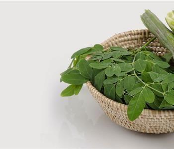 عشبة المورينجا للشعر وطريقة استخدامها للحصول نتائج مذهلة Vegetables Spinach Food