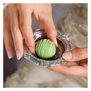 هذه الصحون الفضية الصغيرة مناسبة لمقبلات حفلة الخطوبة لطلب هذا المنتج اضغطي على الرابط في البايو Unique Wedding Favors Wedding Favors Unique Weddings