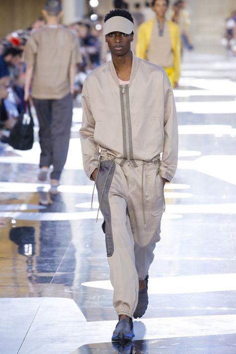 Ermenegildo Zegna Spring 2019 Menswear collection, runway looks, beauty, models, and reviews.