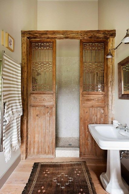 Salvaged wooden doors or screens can be a good alternative to the standard glass shower screen or curtain. Here, a pair of Chinese screens act as shower doors. Glass has been placed behind them to protect them from the water. Bad Inspiration, Bathroom Inspiration, Interior Inspiration, Bathroom Ideas And Ideas, Mirror Ideas, Interior Ideas, Interior Minimalista, Wooden Doors, Salvaged Doors