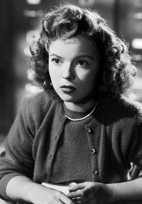 Shirley Temple Wears A Longer Style Than The 20s Bob With Images