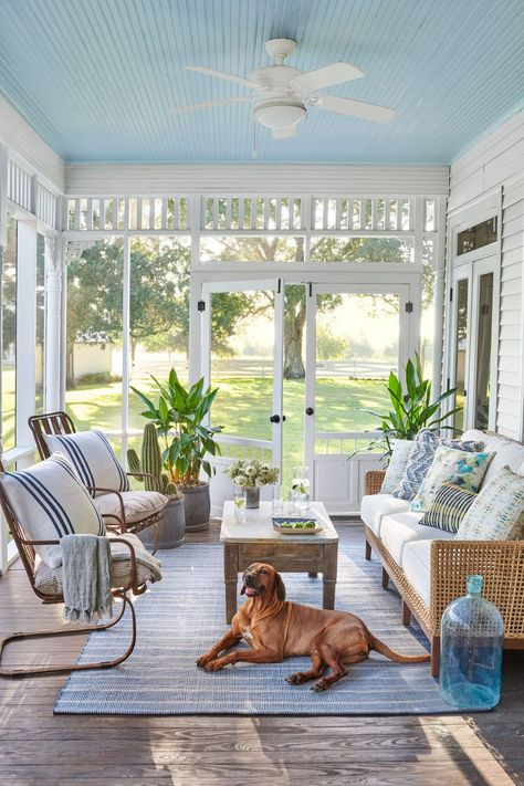 This Family Found Home in a 1907 Farmhouse in Brenham, Texas Marie Flanigan Interiors renovates 1907 Screened Porch Decorating, Screened Porch Designs, Screened In Patio, Porch And Patio, Screen For Porch, Farm House Porch, Porch To Sunroom, Screened Porch Doors, Beach Porch