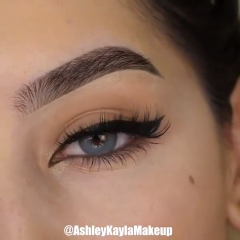 By: @ashleykaylamakeup   #Make-up videos Perfect the shape of your eyeliner into a winged one with this useful tutorial! 😍😍