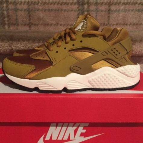new concept 479f1 dd841 Nike air huaraches bronzine size 7 in women Nike air huaraches brozine new  with box Nike Shoes Sneakers