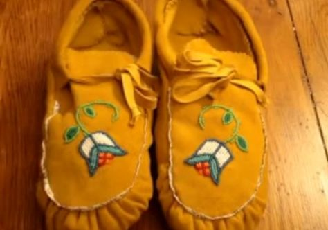 Ojibwe Pucker Toe Moccasin Tutorials