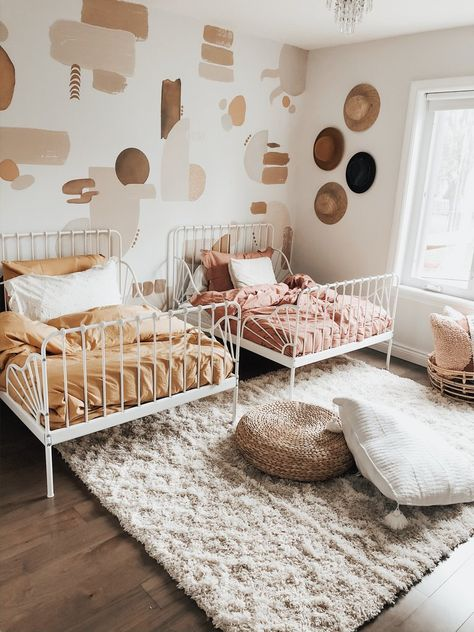 Room Trends - Canyon Colors – Urbanwalls Mahria of gave her twin girls the cutest bedroom using our Canyon Colors decal pack! Little Girl Rooms, Twin Baby Rooms, Twin Bedroom Ideas, Baby And Toddler Shared Room, Kid Rooms, Twin Girl Bedrooms, Boy And Girl Shared Bedroom, Shared Rooms, Nursery Ideas