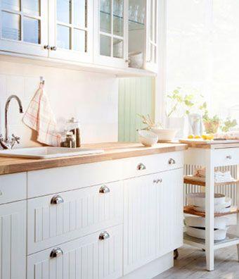 HÄRLIG white kitchen with LUFTIG hood, LAGAN oven and LAGAN glass - küche landhausstil ikea