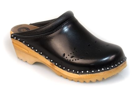 5e95adb22cc9 O Keefe clogs in shiny black- Troentorp Clogs