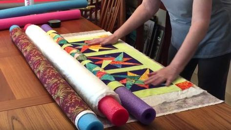 Make A Quilt Sandwich With Pool Noodles - Quick 5 minutes DIY Crafts Ideas Quilting For Beginners, Quilting Tips, Quilting Tutorials, Machine Quilting, Quilting Projects, Sewing Projects, Sewing Crafts, Diy Projects, Diy Crafts