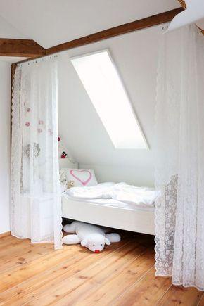 Bett Unter Der Dachschrage Mit Vorhang Leicht Abzutrennen In