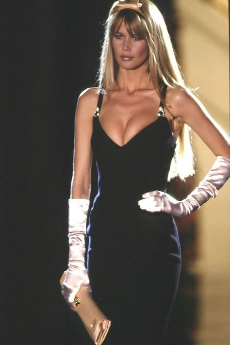 Claudia Schiffer - Atelier Versace Couture Runway Show 1995 Milano