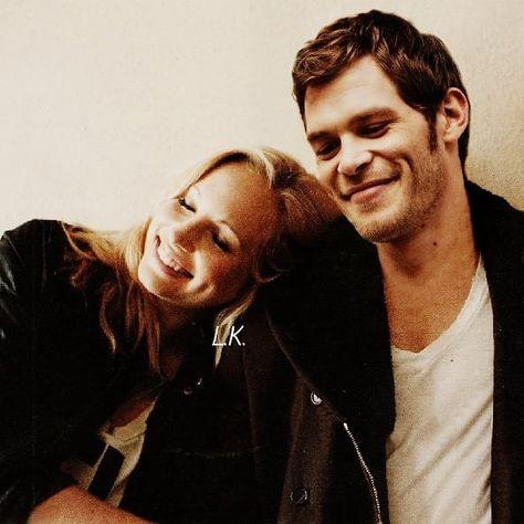 Wie is Caroline van Vampire Diaries dating in het echte leven