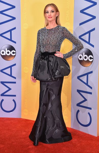 Faith Hill In Armani Prive At The CMA Awards, 2016 - Country Music's Most Daring Dressers - Photos
