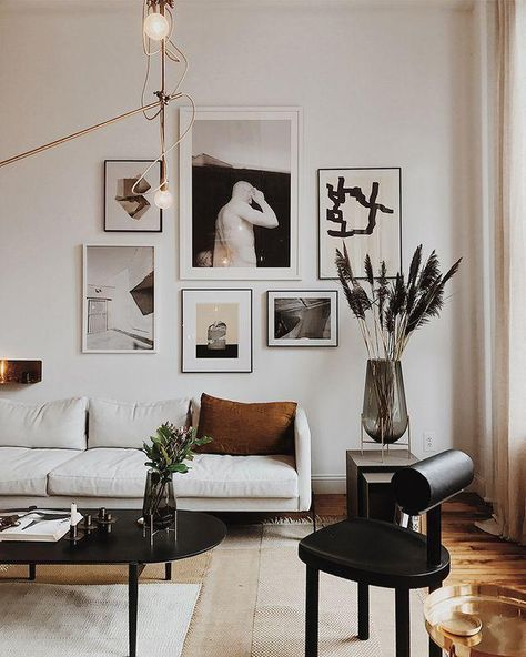 Beautiful gallery walls above the sofa # living room #galerie