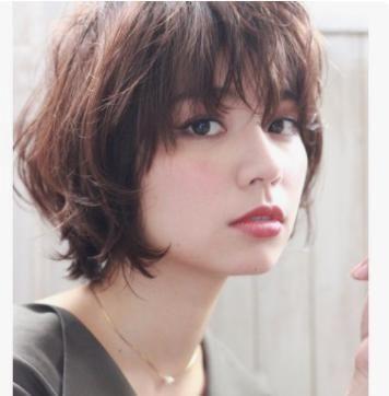 40代 髪型 ショート 面長 ウルフ レイヤーを入れすぎず女性らしい