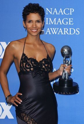 Gorgeous dress Halle !