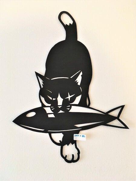 壁の至るところを可愛いネコの切り絵が駆け回る きりえや高木亮氏の個展が台東区で開催中 切り絵 魚 デザイン 切り絵 図案