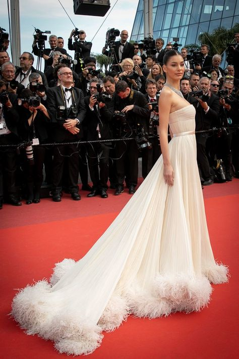 Cannes Film Festival Red Carpet 2019 – Expolore the best and the special ideas about Red carpet dresses Charlotte Gainsbourg, Elle Fanning, Cannes Film Festival, Celebrity Dresses, Celebrity Style, Celebrity Nails, Selena Gomez, Split Prom Dresses, Camila Morrone