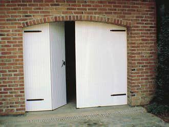 Porte De Garage Sectionnelle Motorisee Artens Essentiel 200x240cm Avec Portillon En 2020 Porte Garage Porte De Garage Sectionnelle Garage