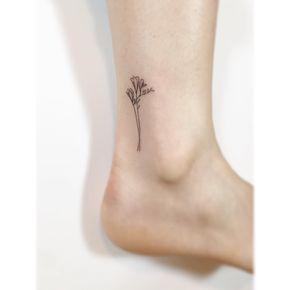 De Fresia Staat Voor Duurzame Vriendschap Tatuajes Minimalistas Orquideas Tatuaje Hermosos Tatuajes