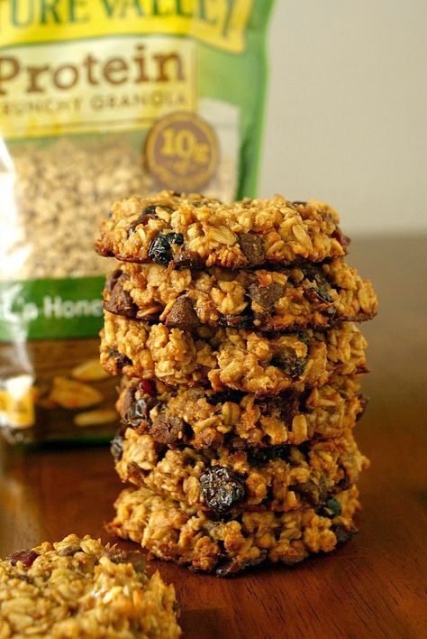 Granola Breakfast Cookies | A healthy way to start the day, made with no flour, no eggs, no butter, and no oil. | thetwobiteclub.com | #ad #NatureValleyGranola