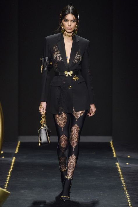 Versace Fall 2019 Ready-to-Wear Fashion Show Versace Fall 2019 Ready-to-Wear Collection - Vogue
