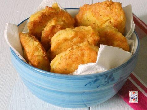 I ceci si possono utilizzare in tanti modi: nelle minestre, con la pasta, come contorno, come farina oppure... per delle buonissime e facili frittelle salate.