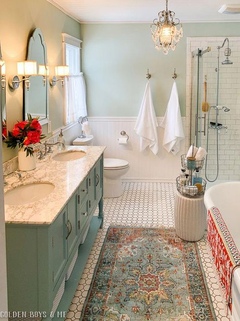 Here you will discover master bathroom decoratingation on a budget, tips for small bathrooms, guest bathroom design some ideas and diy master bathroom decoration BathroomStyle Upstairs Bathrooms, Chic Bathrooms, Dream Bathrooms, Beautiful Bathrooms, Master Bathrooms, Small Bathrooms, Cottage Style Bathrooms, Master Baths, Bad Inspiration