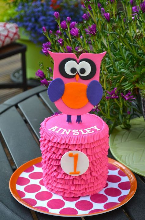 This is the smash cake I made last weekend for a first birthday photo shoot.