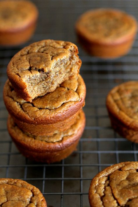 Flourless Banana Bread Muffins -- gluten-free, sugar-free, dairy-free, and oil-free