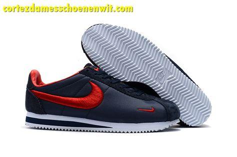 f0f18f4df9d Kopen Nike Classic Cortez Nylon Heren Loopschoenen Borduurwerk Donkerblauw  Rood