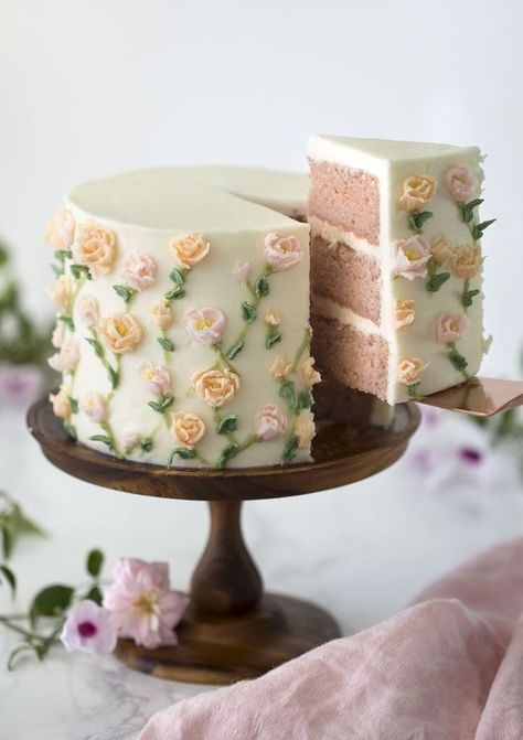 A moist strawberry cake with a kiss of lemon covered in delicate buttercream flowers. - Tasty - A moist strawberry cake with a kiss of lemon covered in delicate buttercream flowers. Pretty Cakes, Cute Cakes, Beautiful Cakes, Amazing Cakes, Fancy Cakes, Sweet Cakes, Food Cakes, Cupcake Cakes, Cakes With Fondant
