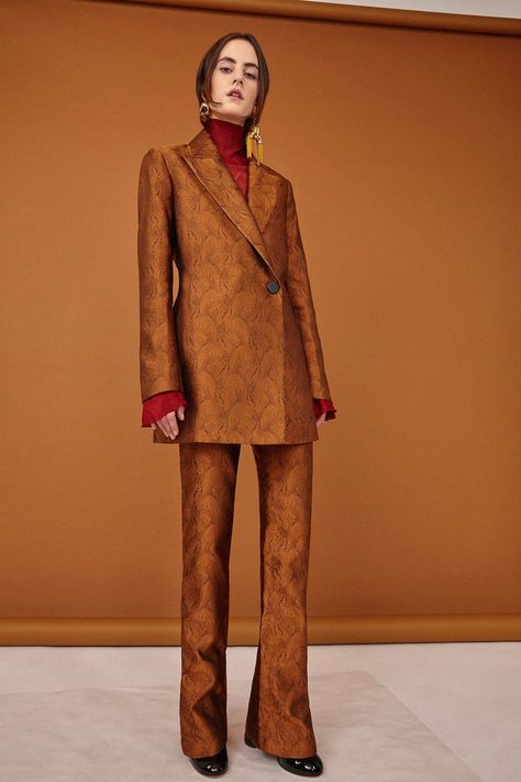 Ellery Pre-Fall 2017 collection, runway looks, beauty, models, and reviews.
