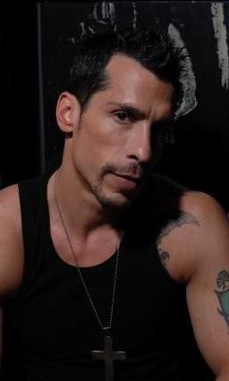 Danny Wood, so yummy. Everyone always loved Jordan or Joe but my heart always belonged to Danny (yes i know that sound corny/dorky or whatever but i dont care so ner)