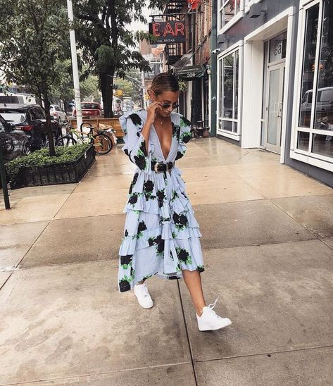 10 Tips To Deal With Tech-Stress Stylish double: midi dress + sneakers – Floral dress with frills, black belt, white sneakers