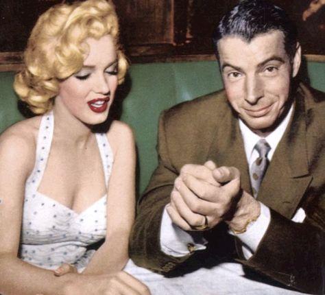 """Listy miłosne, które Marilyn Monroe pisała do ukochanych mężczyzn, a które przez pół wieku były trzymane w tajemnicy, trafią na aukcję. """"Dostaję dreszczy, kiedy czytam niektóre listy i mogę zobaczyć intymność tych wyznań"""" - zachęcają w Julien's Auctions w Los Angeles, gdzie w przyszłym miesiącu ponad 300 pamiątek po aktorce trafi pod młotek. http://www.tvn24.pl/kultura-styl,8/dostaje-dreszczy-kiedy-to-czytam-listy-milosne-marilyn-monroe-na-licytacji,488532.html"""
