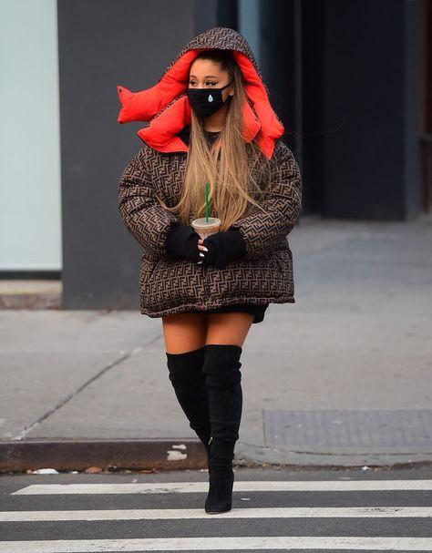Ariana Grande et sa doudoune XXL babies Ariana Grande Outfits, Ariana Grande Fans, Ariana Grande Pictures, Ariana Grande Ponytail, Nyc Fashion, Fashion Outfits, Parisian Fashion, Bohemian Fashion, Fashion Clothes