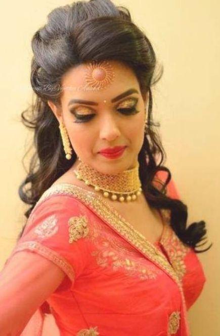 20 Trendy Hairstyles Indian Wedding Maang Tikka Wedding Hairstyles In 2020 Indian Hairstyles Indian Wedding Hairstyles Indian Bridal Hairstyles