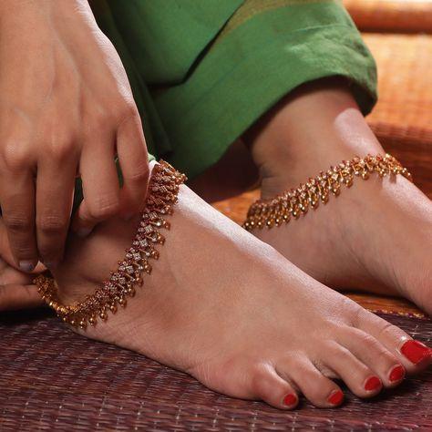 Sneha's Feet << wikiFeet