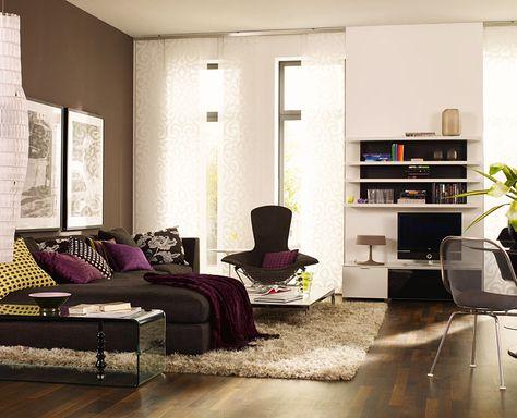 Wohnzimmer Gestalten   Dekokissen Gemälde An Der Wand Braune Wandfarbe    Wohnzimmer Streichen U2013 106 Inspirierende Ideen | Wohntraum | Pinterest