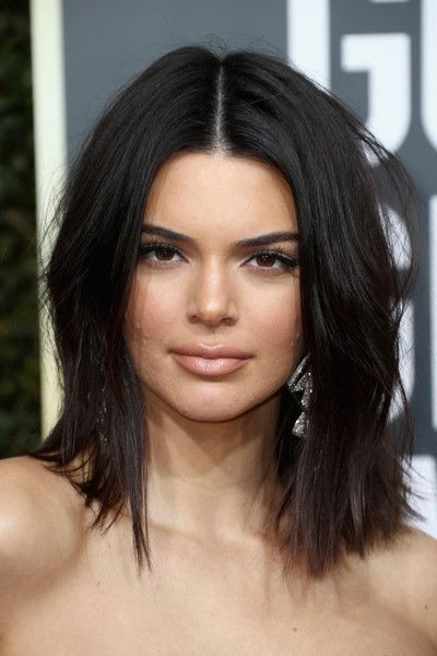 Kendall Jenner Mid Length Bob Jenner Hair Kendall Jenner Kendall Jenner Coupe Mi Long Hair And Make Up In 2019 In 2020 Jenner Hair Kendall Jenner Hair Hair Lengths