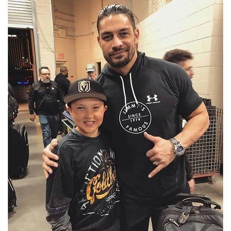 Roman Reigns sur Instagram: He's Always making people happy. #ThankYouRoman #Intercontinentalchampion #SamoanNation #TheUsos #Nxt #WweNxt #Wrestling #ProWrestling…