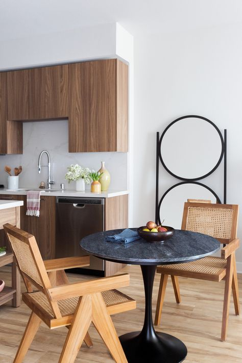 Modern Wood Open Dine-in Kitchen
