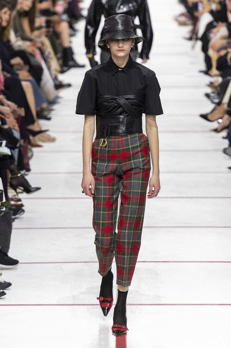 Christian Dior Fall 2019 Fashion Show . Designer ready-to-wear looks from Fall 2019 runway shows from Paris Fashion Week