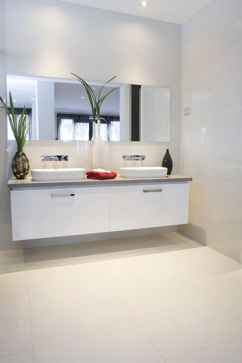 Badezimmer mit Vorwand für Waschtisch und Rückwand für die Dusche - dekoration für badezimmer