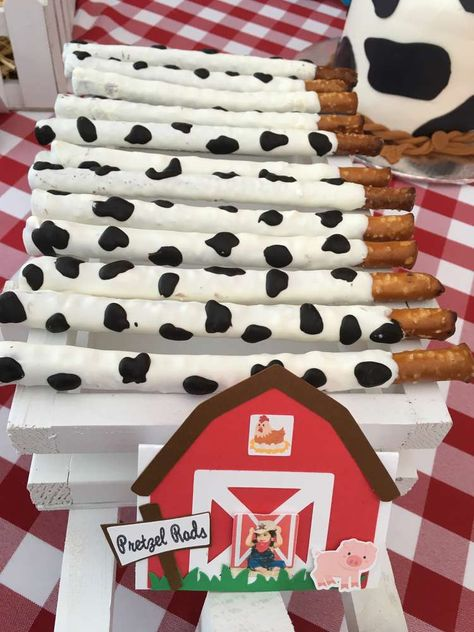 Angel's touch events 's Birthday / Old Mc Donald had a farm - Photo Gallery at Catch My Party Cow Birthday Parties, Rodeo Birthday, Farm Birthday, Birthday Ideas, Birthday Banners, Birthday Invitations, Farm Animal Party, Farm Animal Birthday, Barnyard Party Food