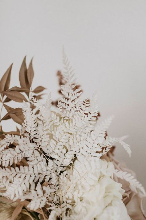 Earth tone wedding flowers Wedding Party Ideas - - Here is obtain the trendy class of a trend-setting Australian marriage ceremony Cream Aesthetic, Autumn Aesthetic, Brown Aesthetic, Flower Aesthetic, Aesthetic Outfit, Aesthetic Collage, Aesthetic Vintage, Aesthetic Backgrounds, Aesthetic Iphone Wallpaper