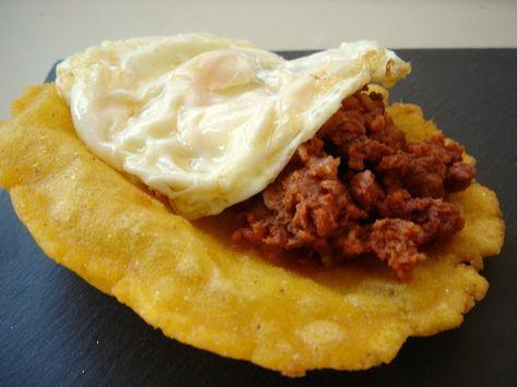 Tortos De Maíz Huevo Frito Y Picadillo De Chorizo De Jabalí Recetas De Comida Gastronomia Platos Españoles