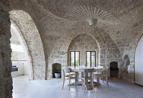 Casa mediterranea in Israele. Design contemporaneo e stile minimalista in un'architettura storica a Giaffa